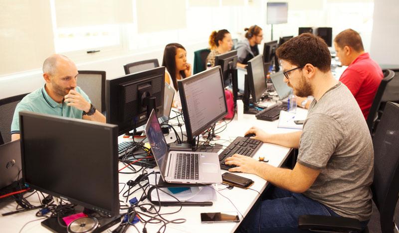 Personas trabajando en BBVA Next Technologies